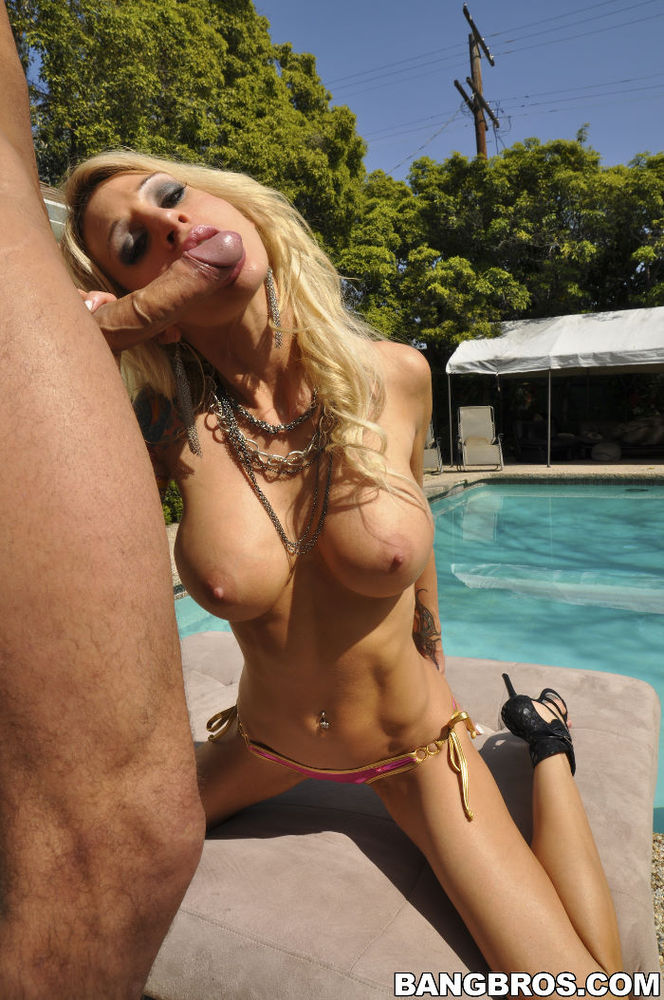 Sarah Jessie sex in the pool!