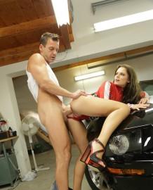 Driver Vanda Lust anal sex!